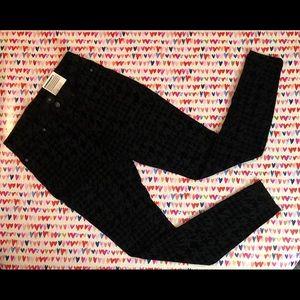 HUE Pants - HUE Black Flocked Houndstooth Denim Legging Size M